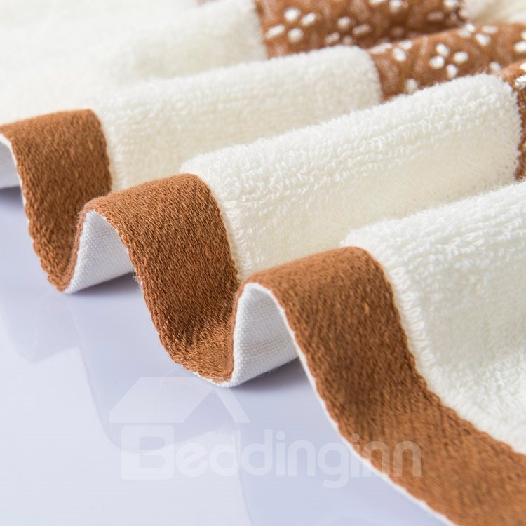 New Arrival 100% Cotton Elegant Floral Borders Simple Design Bath Towel