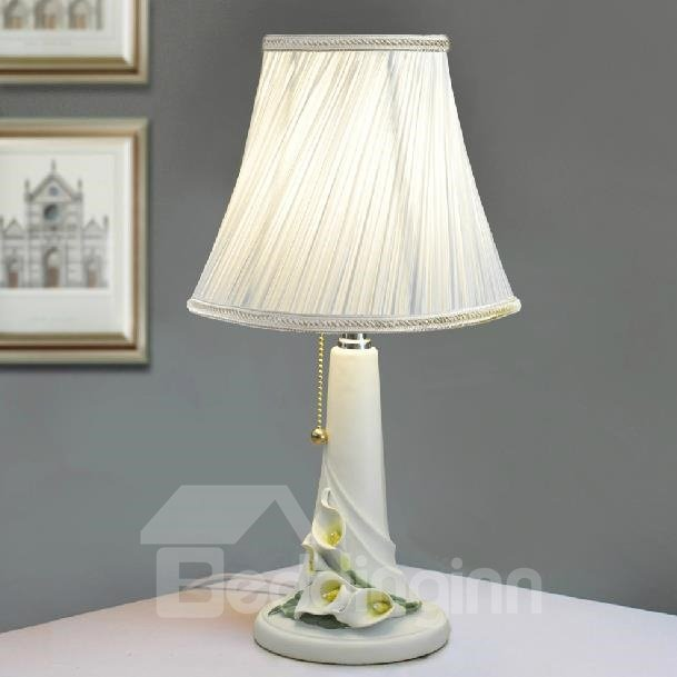 New Arrival Beautiful Calla Style Floral Borders Resin Table Lamp