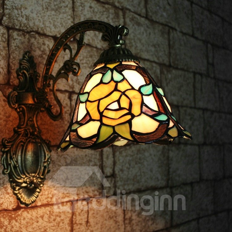 Gorgeous Tiffany Style Floral Pattern Stained Glass Wall Light