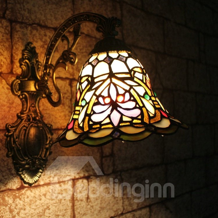 Glamorous Floral Pattern Tiffany Stained Glass Wall Light