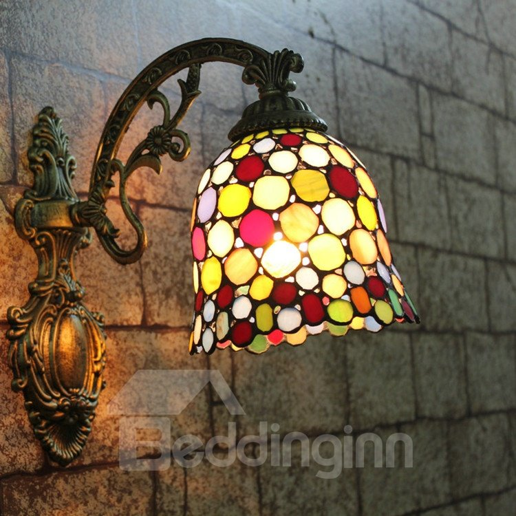 Alluring Tiffany Style Round Pattern Stained Glass Wall Light