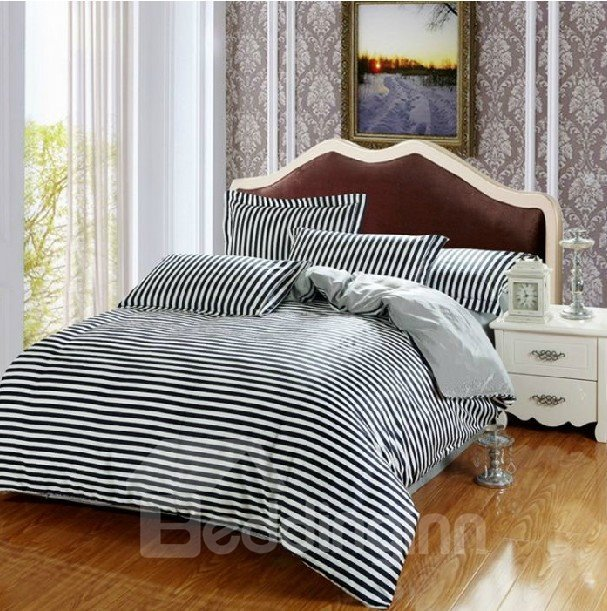 Comfortable Dark Blue and White 4-Piece Staple Cotton Duvet Cover Sets