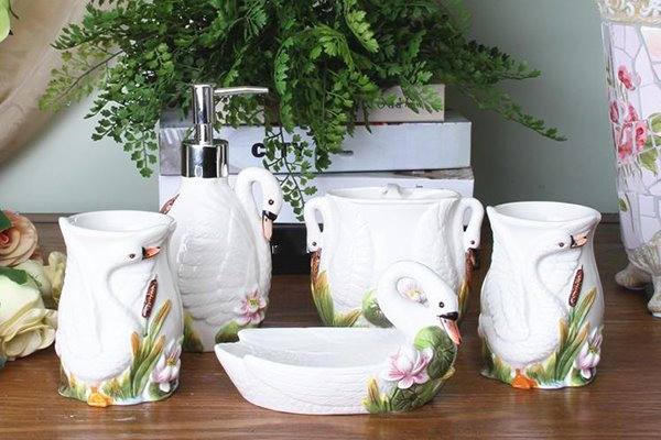 Graceful Shy Swan Ceramic 5-piece Bathroom Accessories