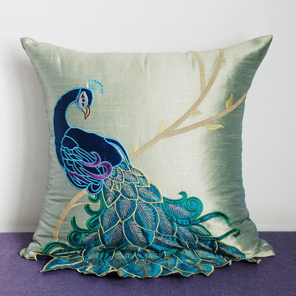 Vivid Peacock Printing PP Cotton Filled Fully Throw Pillows