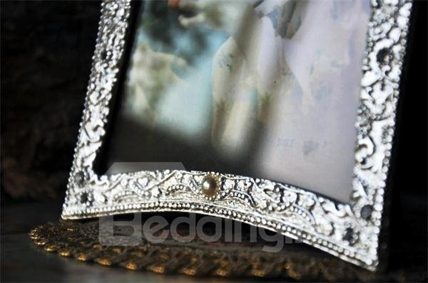 Distinctive and Unique Fashion Style Crown Pattern Photo Frame