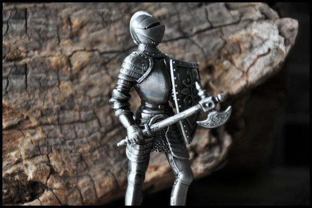 Unique Design Knight Shaped Desktop Artware