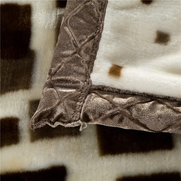 Concise Checks Design Plaid Long Velvet Blanket