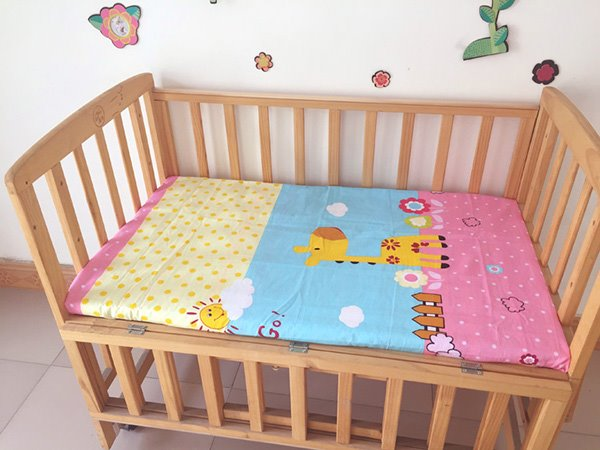 Lovely Giraffe Under The Sun Print Baby Crib Fitted Sheet