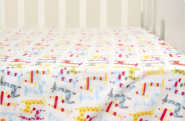 Adorable Giraffe Pattern 100% Cotton Baby Crib Sheet