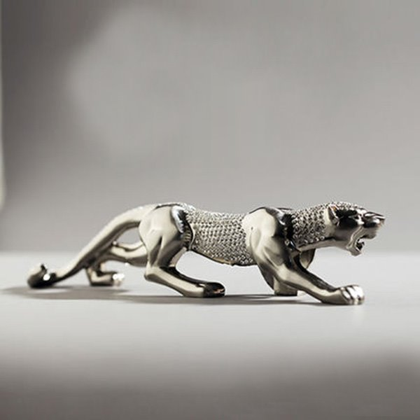 Classic Diamond Leopard Domineering Car Creative Decor