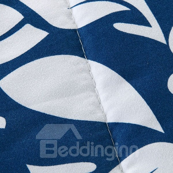 Exotic Elegant White Daisies Print Blue Polyester Quilt