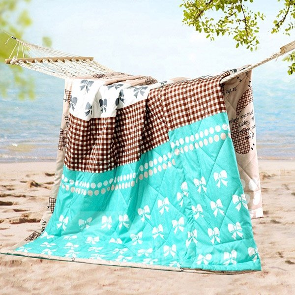 Soft and Skincare Bowknot Print Light Blue Polyester Summer Quilt