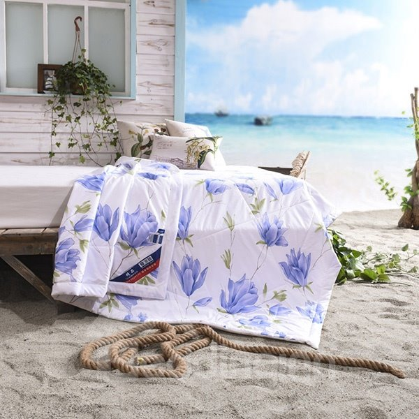 Unique Graceful Flower Print White Polyester Summer Quilt