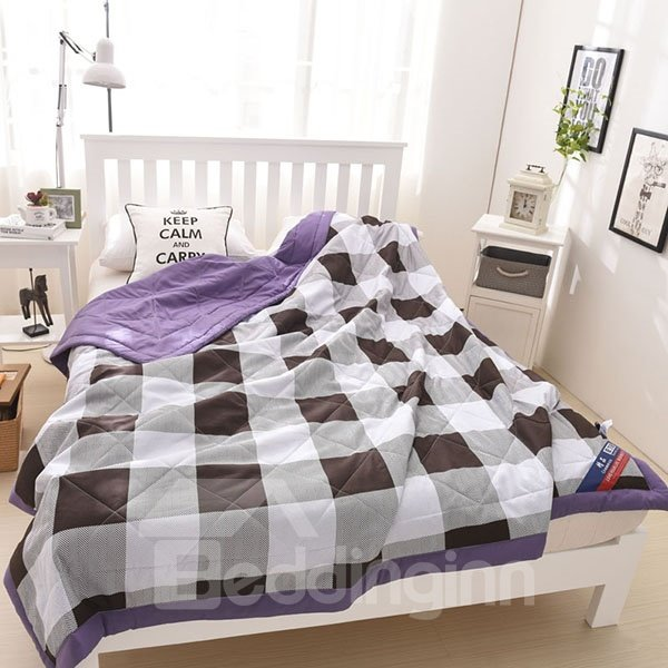 Popular White & Black Checked Print Polyester Quilt