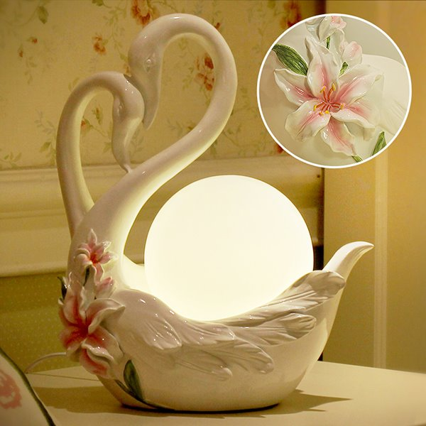 Creative White Fashion Swan Shape Table Lamp