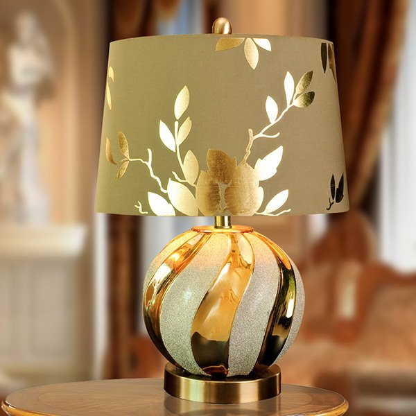 Beautiful Golden Fashion Flower Pattern Decorative Table Lamp Pic