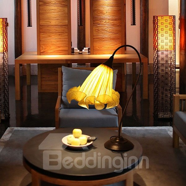 Cozy Classical Flower Shape Decorative Table Lamp