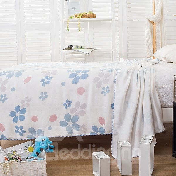 Elegant Light Blue Floret Print Comfortable Quilt