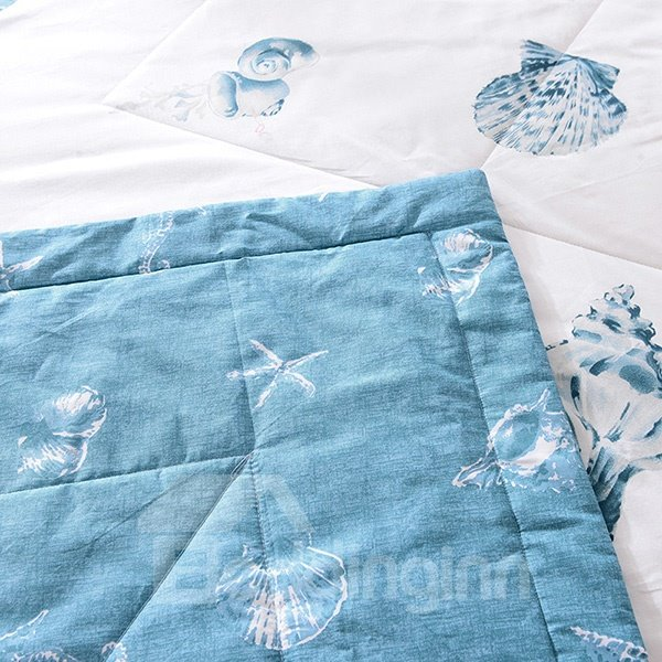 Beautiful Starfish and Conch Print Cotton Quilt