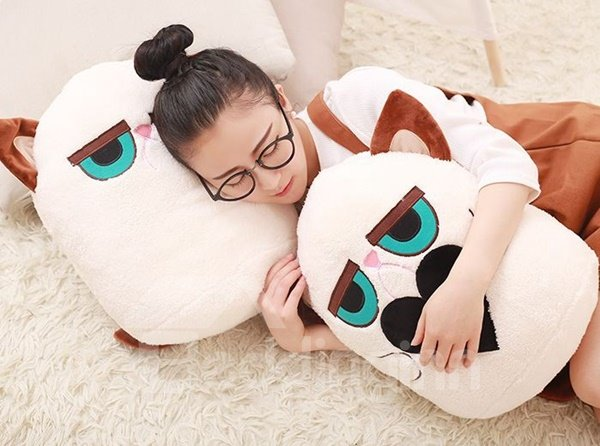 Stylish Cartoon Kitty Design Plush Throw Pillow