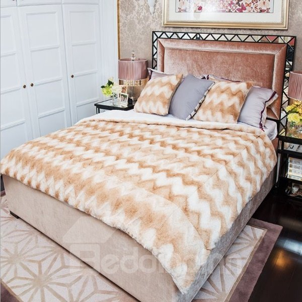 Skincare Soft and Comfortable Plush Chevron Quilt