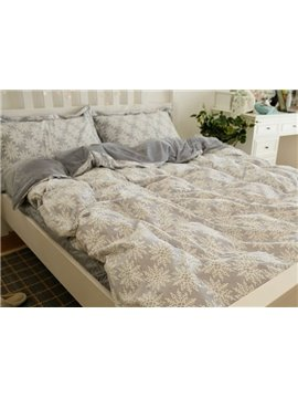 Gorgeous Christmas Snowflake Print 4-Piece Flannel Duvet Cover Sets