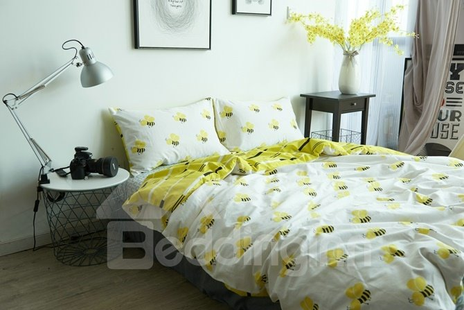 Honey Bee Print White Cotton 4 Piece Bedding Sets