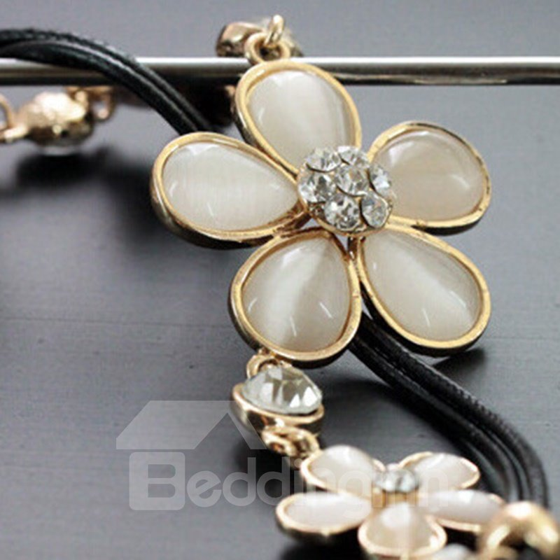 Fashion Three Flowers Design Alloy Statement Necklace