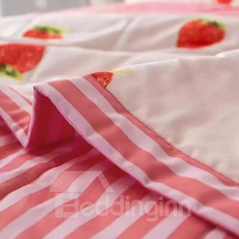 Inviting Strawberry Print Lightweight Cotton Air-Conditional Quilt