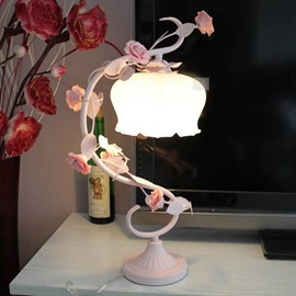 Elegant Pastoral Style Roses Glass Shade Table Lamp