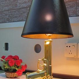 Modern Fashion Resin Pistol Decoration Design Decorative Table Lamp