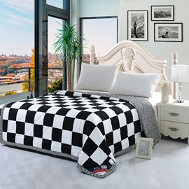 Black and White Modern Plaid Print Lightweight Polyester Quilt