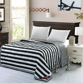 Black and White Stripes Print Lightweight Polyester Quilt