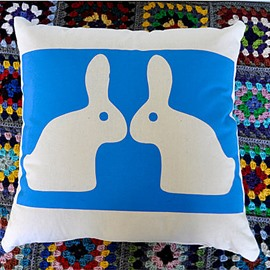 Couple Snow White Rabbit Showing Love Super Romantic Throw Pillow