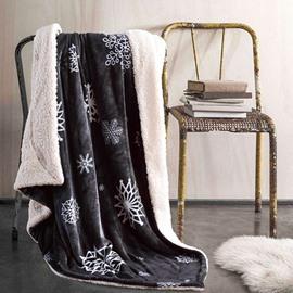 Comfortable Snowflake Print Light Gray Flannel Blanket