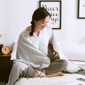 Stripe Pattern Cotton Material Rectangle Shape Thread Blanket