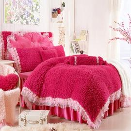 Romantic Rose and Lace Embellishment Red 4-Piece Velvet Bedding Sets/Duvet Cover