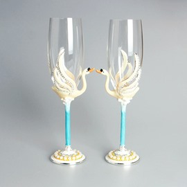 Lovely Swan Pattern Champagne 2 Pieces Wine Glasses