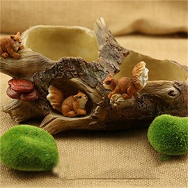 Corrosion Resistance Stone Imitation Resin with Lovely Squirrels Plant Pot