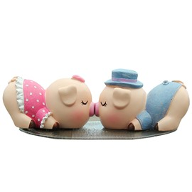 Extremely Cute Resin Kissing Pigs Car Decor