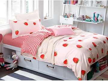 Adorable Strawberry Pattern 4 Pieces 100% Cotton Duvet Cover Sets