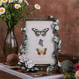 Retro and Pastoral Style Zinc Alloy with Beige Rattan Table Decoration Photo Frame