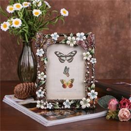 Pastoral Style European Metal Black Frame with Elegant White Flowers Photo Frame