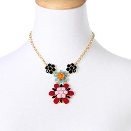 Women' s Vogue Crystal Flower Pendant Alloy Necklace