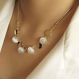 Beautiful Artificial Stones and Golden Circle Design Necklace