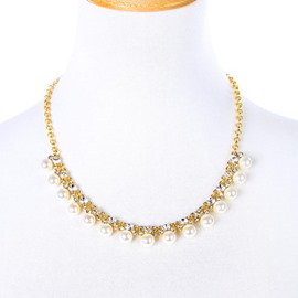 Women' s Diamante Pearl Decoration Alloy Statement Necklace