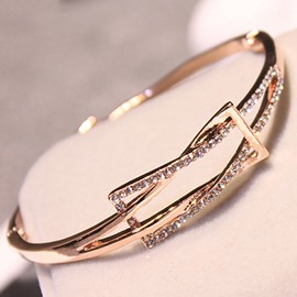 Fashion Rhinestone Inlaid Rectangle Design Alloy Bracelet