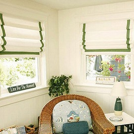 American White Flat-Shaped Roman Shades with Green Border