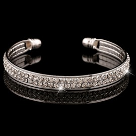 Women' s Vogue Diamante Alloy Bangle