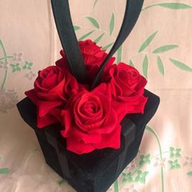 Fabulous Valentine Rose Box Design Hand Bag
